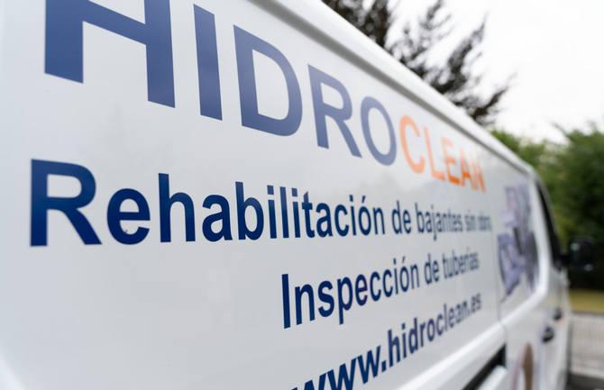 Vehiculo de Hidroclean equipado para realizar desatascos urgentes de tuberías