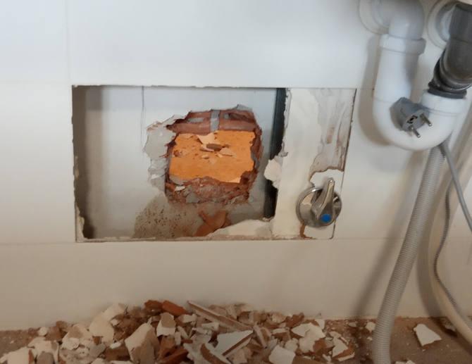 Localización de la zona de filtración de la bajante en la cocina.